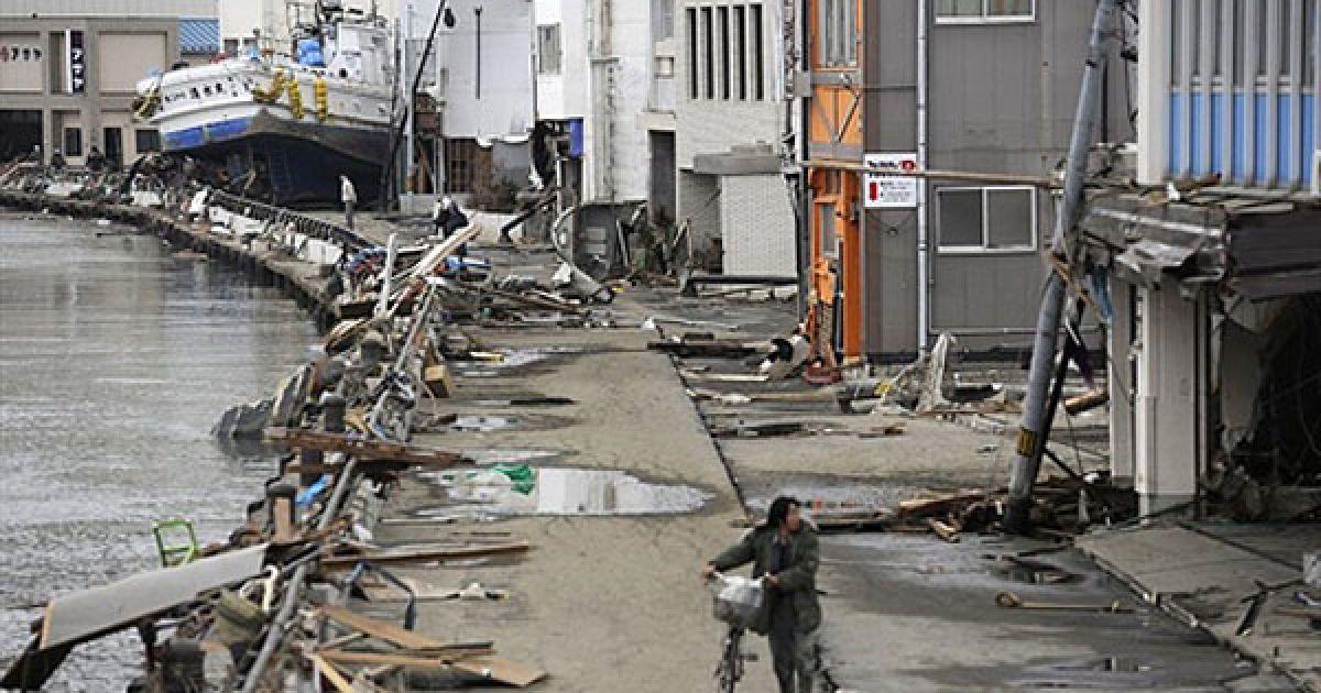 Під час серії землетрусів і цунамі в Японії загинули вже 3767 осіб, безвісти зниклими числяться 7845 осіб. @ AFP