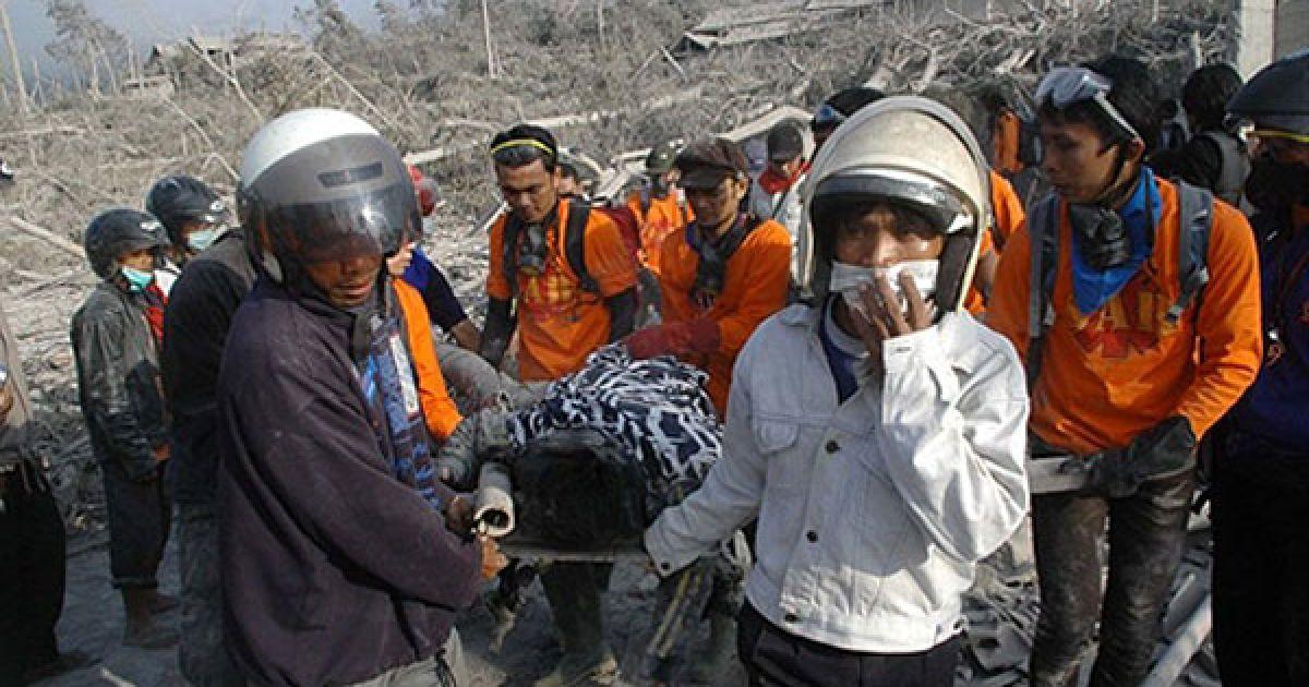 Щонайменше 25 людей стали жертвами одного з найактивніших вулканів Індонезії - Мерапі @ AFP