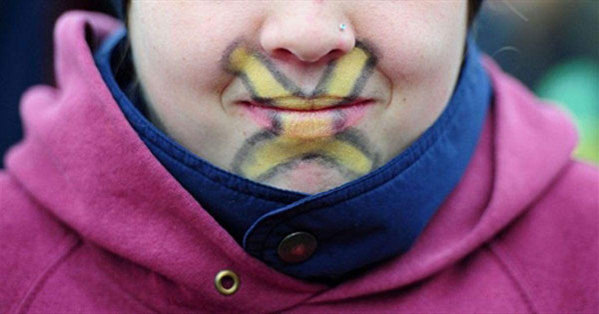 Німеччина, Дівчина із розфарбованим обличчям бере участь у демонстрації учнів місцевої школи проти зберігання ядерних відходів в місті Люхов, північна Німеччина. @ AFP