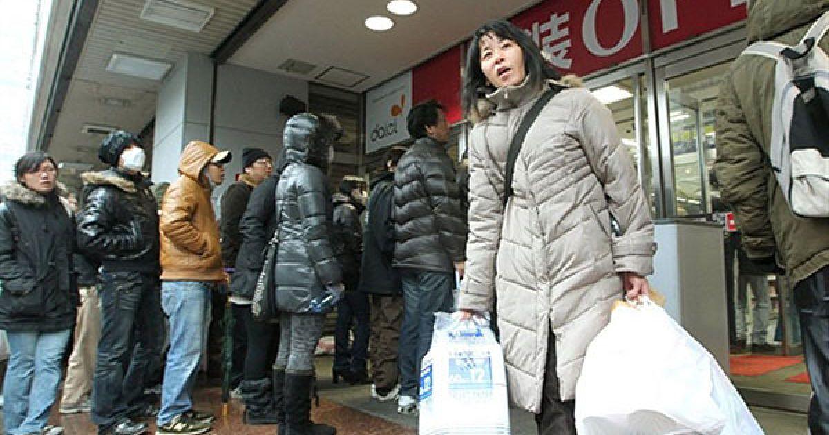 Японці в паніці почали скуповувати продукти харчування @ AFP