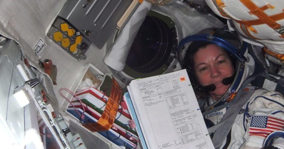 Космонавт розповів, зокрема, що негативні симптоми, пов'язані з невагомістю, проявилися у нього і його колег через кілька годин після старту, але до кінця першої доби польоту практично зникли. @ roscosmos.ru