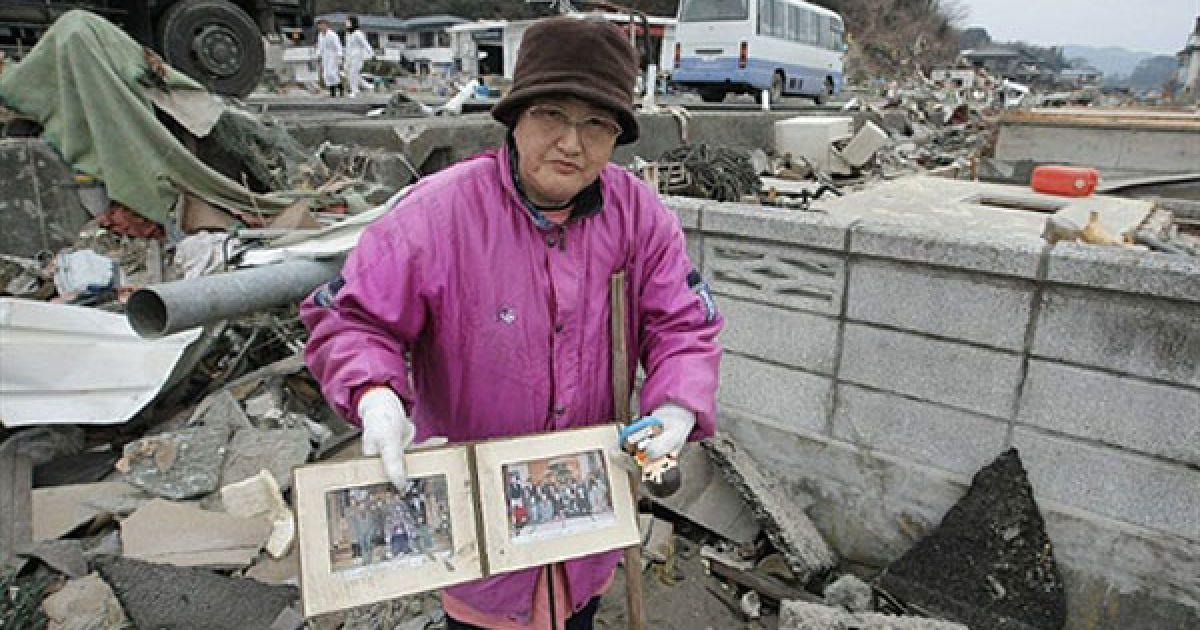 Руйнівний землетрус 11 березня, який викликав на сході країни 10-метрові хвилі цунамі, вже визнано найбільш руйнівним в історії Японії. @ AFP
