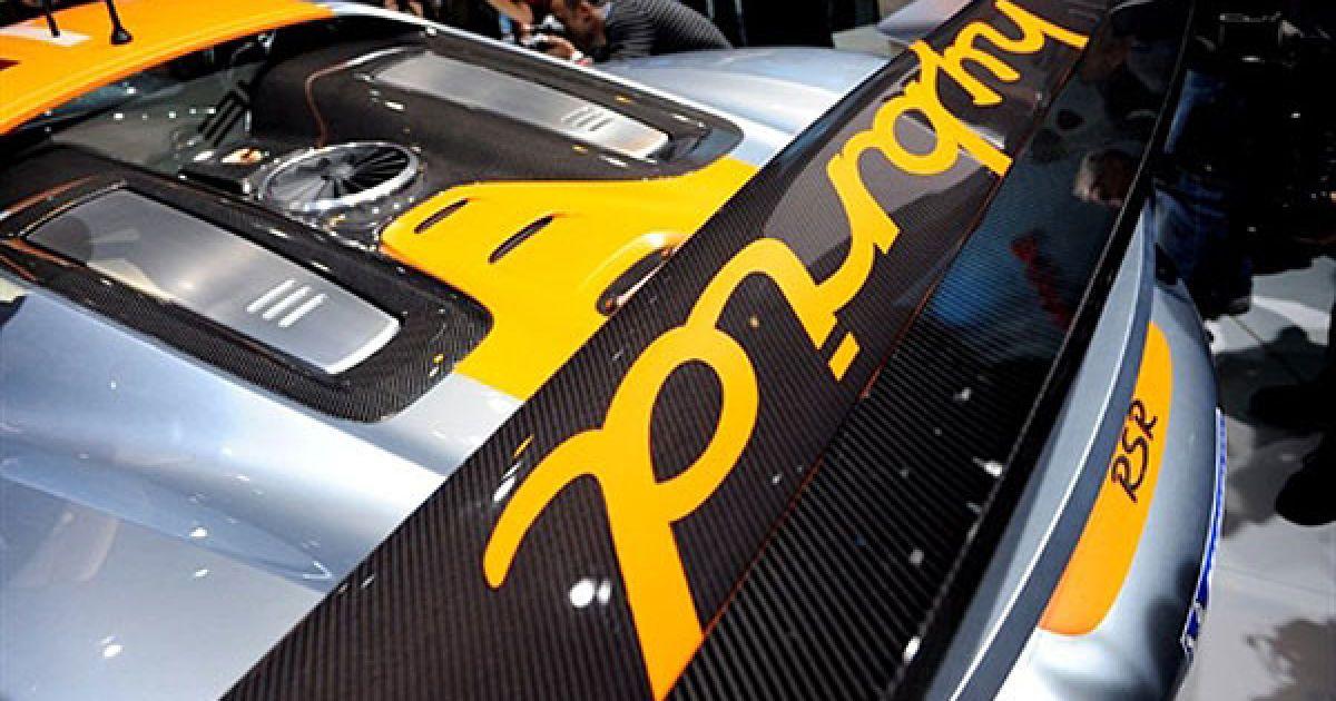 Перші представили Porsche 918 RSR, що став одним з найбільш технологічних автомобілів останнього часу. @ AFP