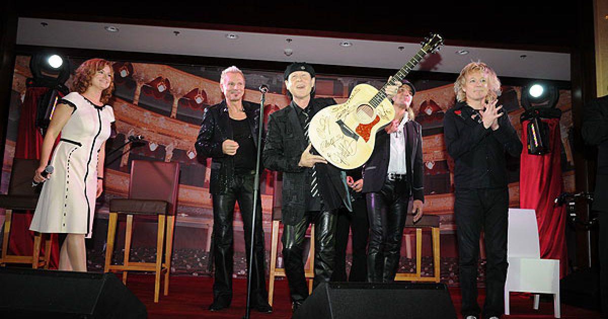 Гурт Scorpions відвідав благодійний аукціон, який влаштовували брати Клички.