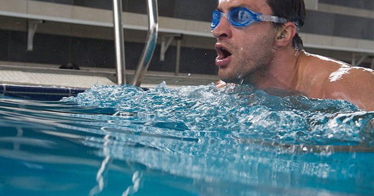 До графіку тренувань Володимира Кличка, які відбувались на базі в австрійських Альпах, входять біг, плавання, розминка, бій з тінню, робота на грушах, вправи на реакцію і спаринги. @ Klitschko / Facebook