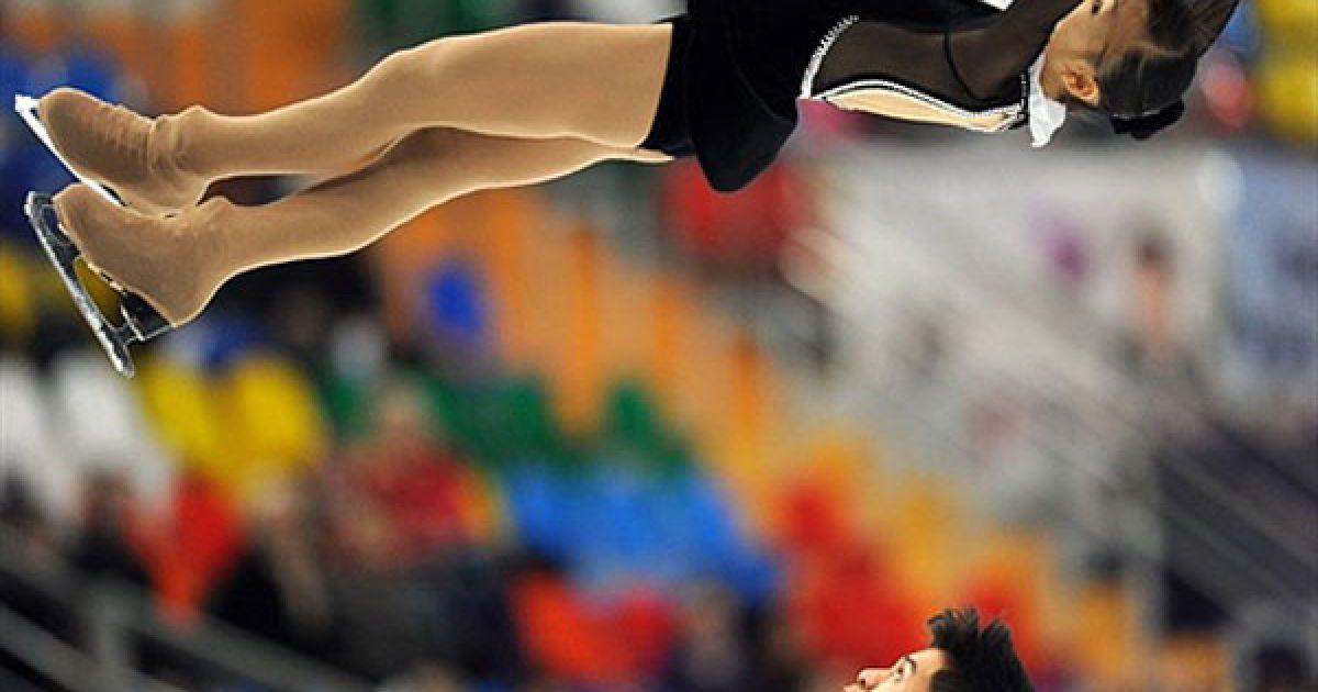 Росія, Москва. Нарумі Такахаши та Мервін Тран (Японія) виступають на Кубку світу з фігурного катання @ AFP