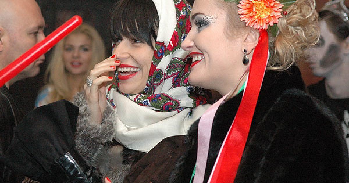 """Українські зірки на один вечір перетворились на вампірів, """"мертвих наречених"""", чортів і привидів. @ ТСН.ua"""