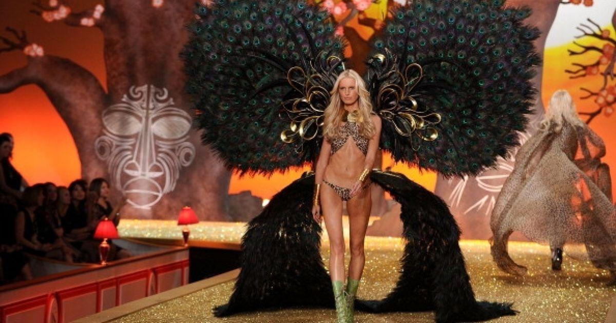 Кароліна Куркова у показі Victoria 's Secret @ Getty Images/Fotobank
