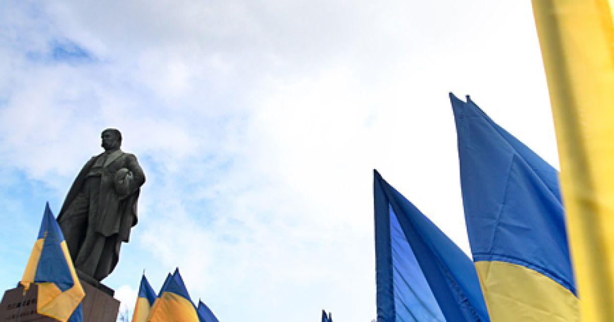 Урядовці взяли участь у церемонії покладання квітів до пам'ятника Тарасу Шевченку в Києві. @ Українські національні новини