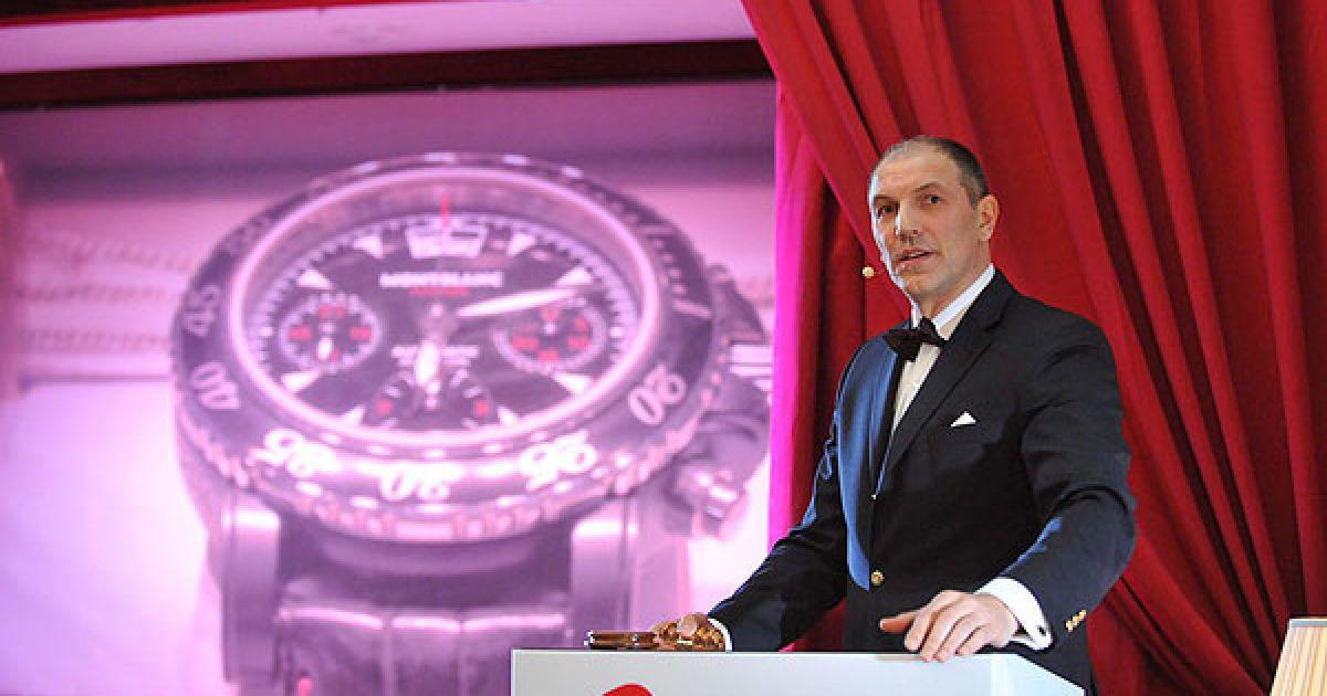 На аукціон братів Кличків був виставлений ексклюзивний швейцарський годинник Montblanc Sport Chronograph Flyback (всього 50 екземплярів)