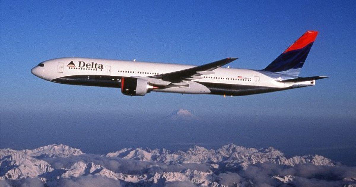 В США Boeing 757 совершил аварийную посадку из-за проблем с двигателем