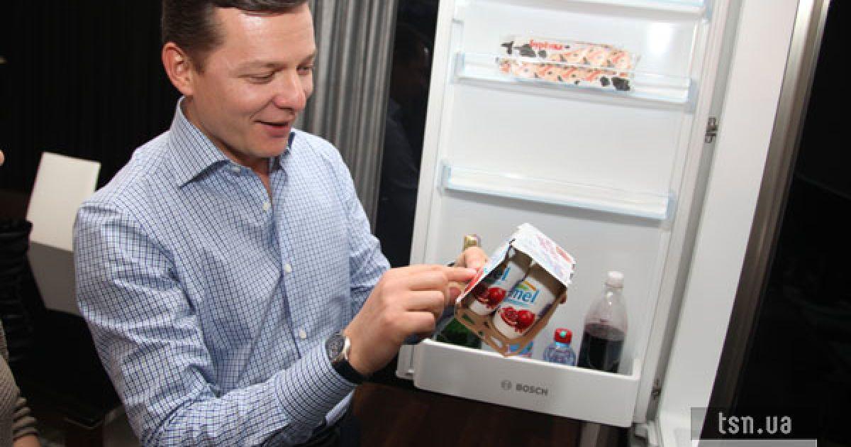 В холодильнике только шампанское и просроченный йогурт