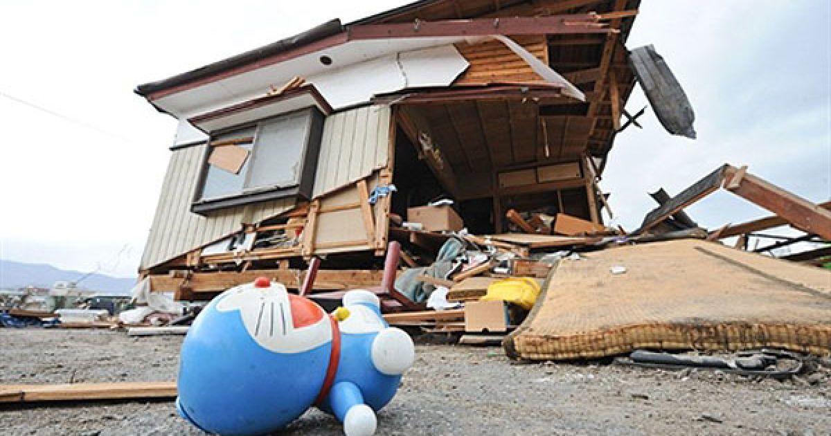 Японія бореться за виживання після катастрофи @ AFP