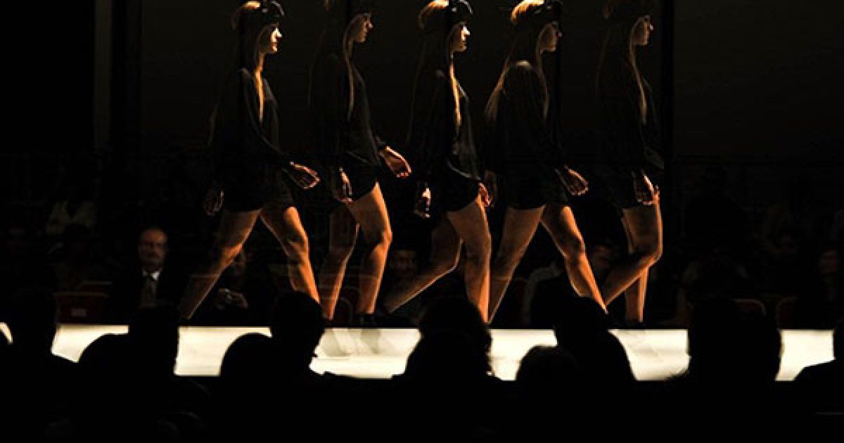 Венесуела, Валенсія. Моделі демонструють одяг на Венесуелькому тижні моди у Валенсії. @ AFP