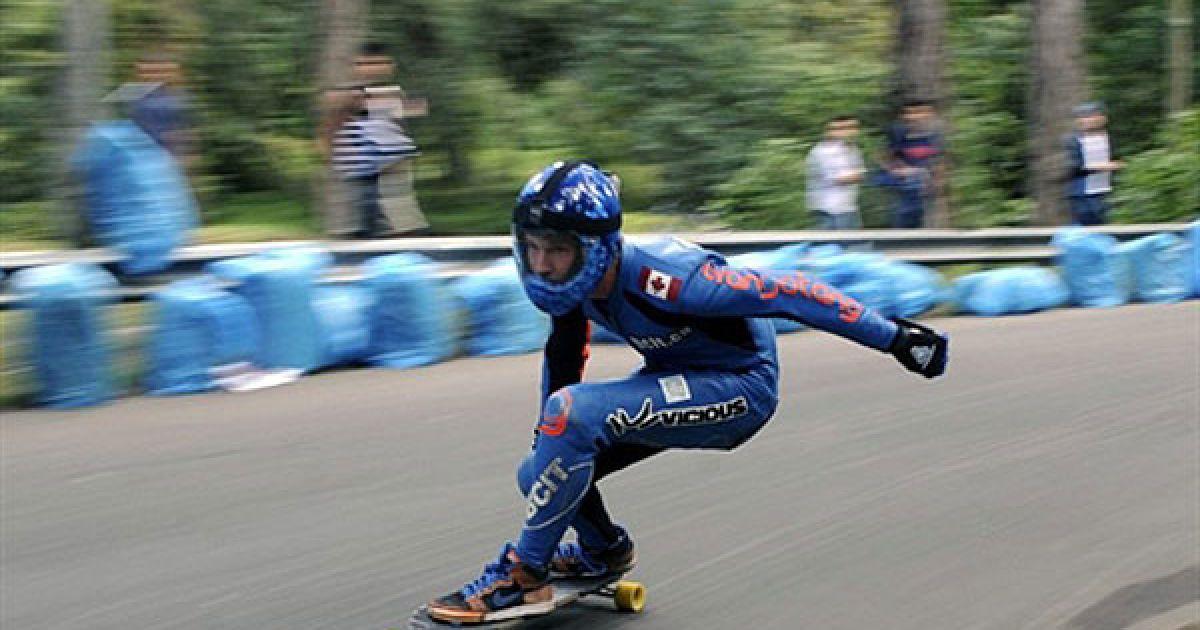 """Колумбія, Богота. Скейтбордист бере участь у перегонах на міжнародному фестивалі """"Де ла Баджада"""", який пройшов у центрі міста Богота. @ AFP"""
