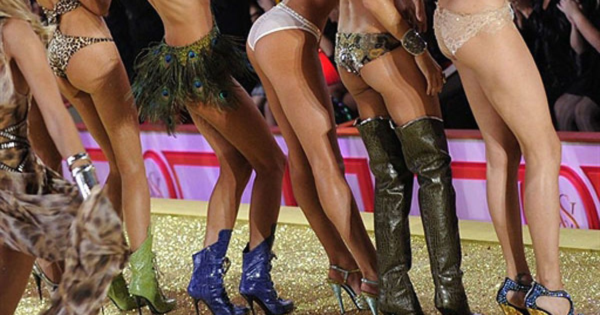 У показі Victoria's Secret, за традицією, беруть участь найкрасивіші моделі світу у самій білизні та прикрасах. @ AFP