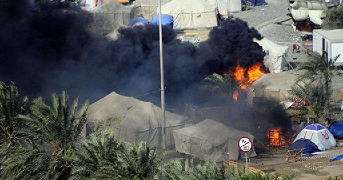 Над Перлиновою площею, де перебували демонстранти, піднімається густий дим. @ AFP