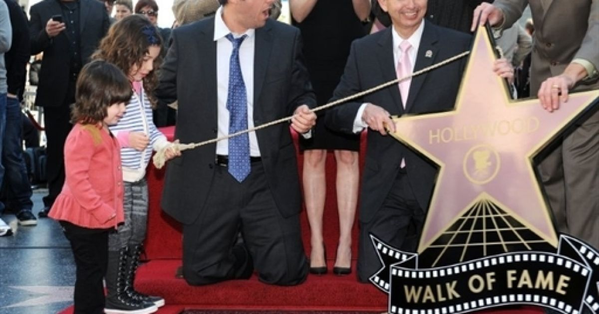 Адам Сендлер під час відкриття зірки @ AFP