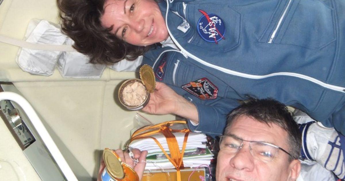 Разом з Кондратьєвим на МКС летіли астронавт NASA Кетрін Колман і астронавт ESA Паоло Несполі. @ roscosmos.ru