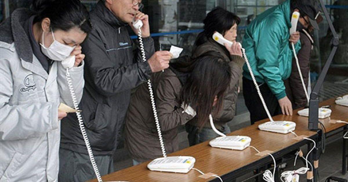 Телефонні лінії перевантажені, не скрізь є Інтернет, хоча він працює краще, ніж мобільний зв'язок. @ AFP