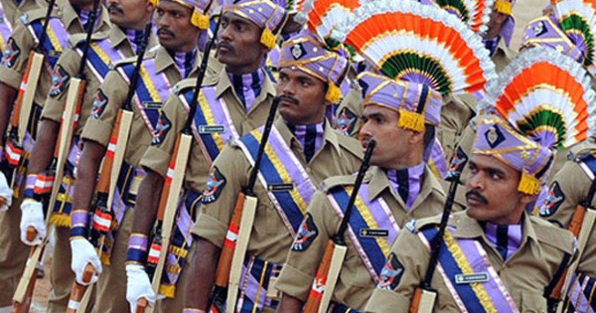 Індія, Хайдарабад. Загін індійської спеціальної поліції південного індійського штату Андхра-Прадеш бере участь в урочистому параді в місті Хайдарабад. @ AFP