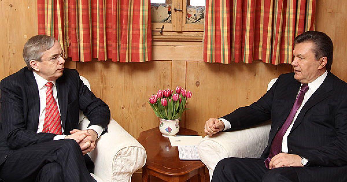 Україна високо цінує співробітництво з Європейським банком реконструкції та розвитку і готова розвивати його у подальшому, заявив Янукович під час бесіди. @ President.gov.ua