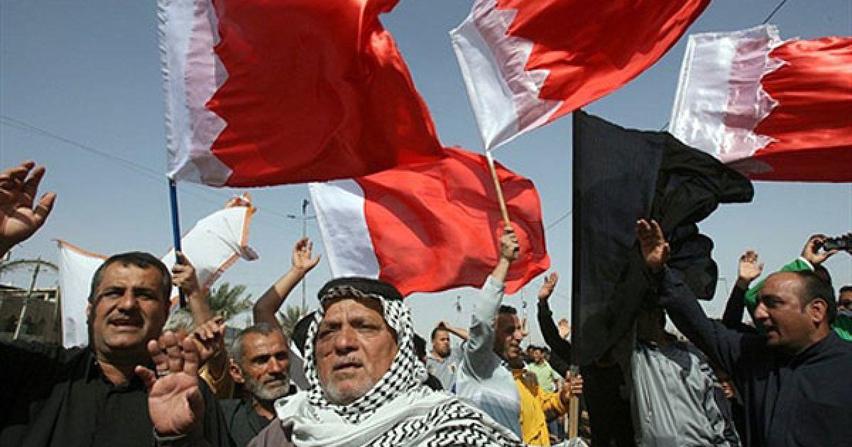 Сотні поліцейських та військових знищили наметовий табір демонстрантів у Манамі, закидуючи їх гранатами зі сльозогінним газом. @ AFP