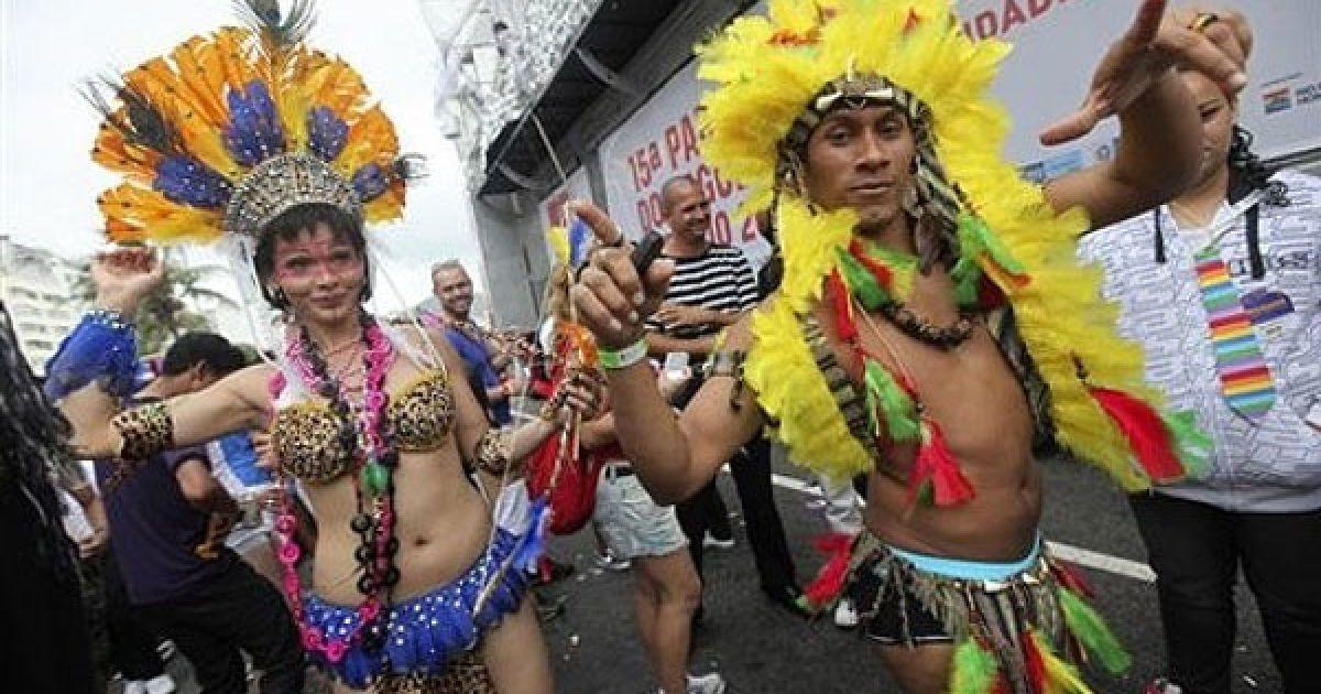На пляжі Копакабана у Ріо-де-Жанейро пройшов 15-й щорічний гей-парад @ daylife.com