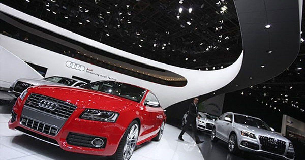 Перші автомобільні новинки 2011 року були представлені на автосалоні у Детройті. @ AFP