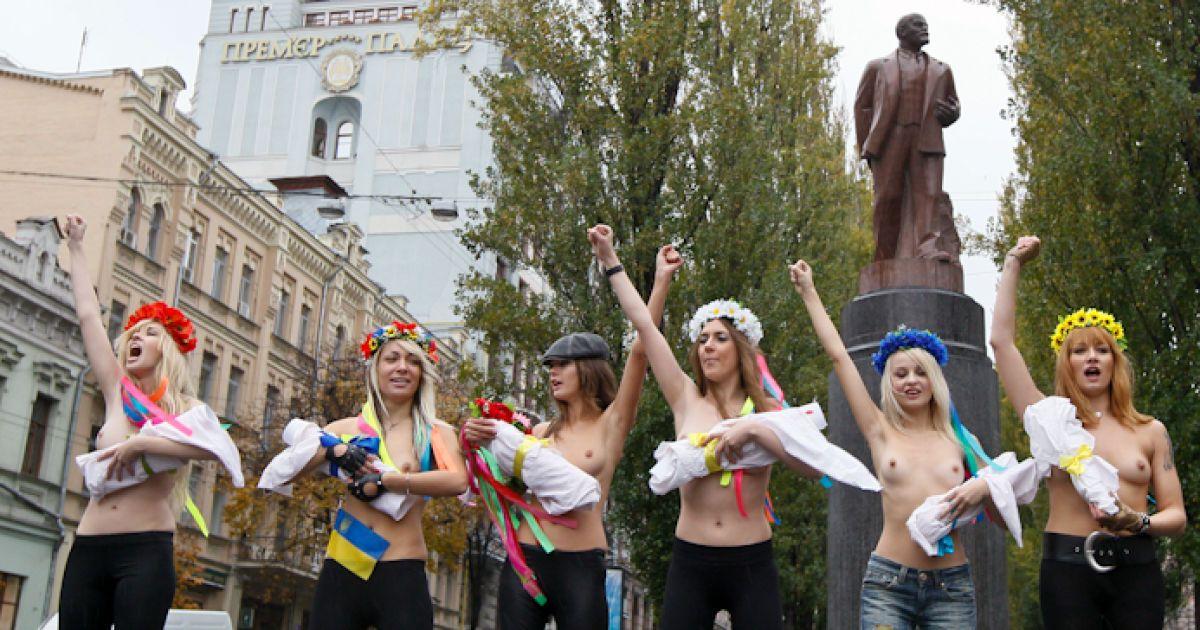 Обоссанные девушки украины, лысая пизда фото