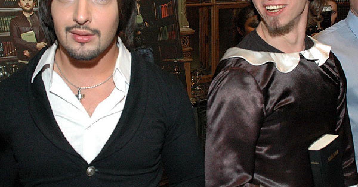 Виталий Козловский понравился мужчине в женском платье с Библией в руках @ ТСН.ua