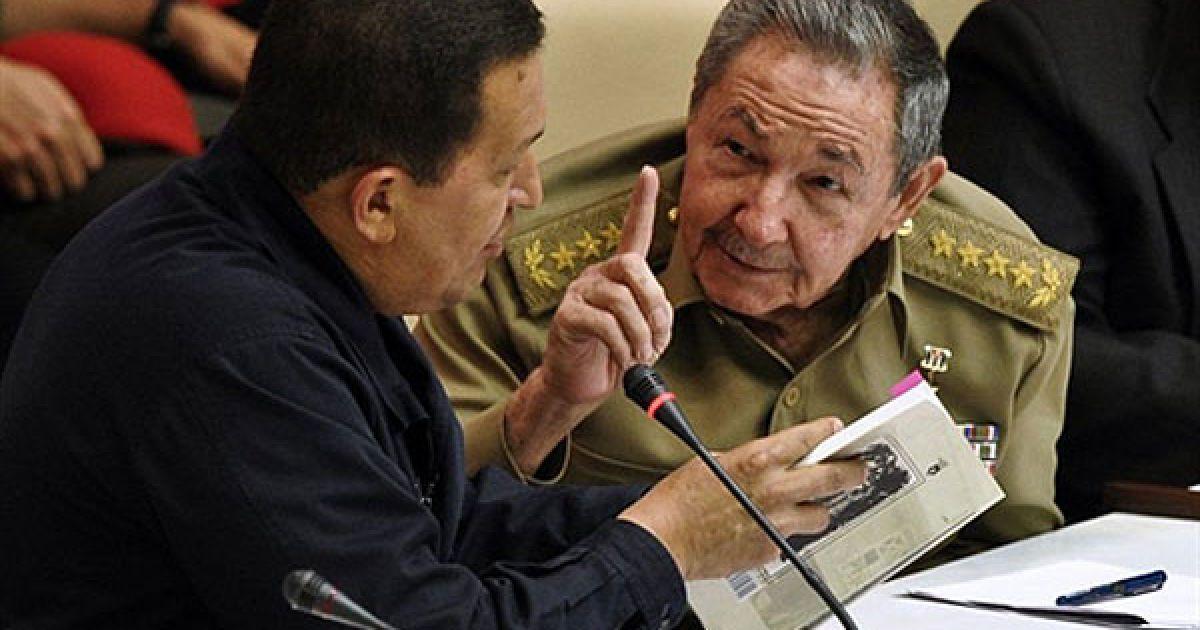 Куба, Гавана. Президент Куби Рауль Кастро президент Венесуели Уго Чавес виступають на церемонії, присвяченій 10-річчю Боліваріанської альтернативи для Америк, яка відбулась у Гавані. @ AFP