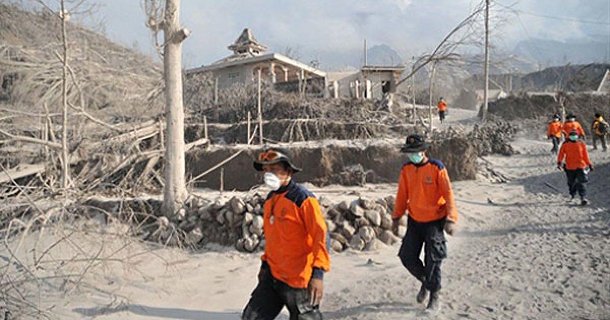 Вулкан Мерапі перейшов до стадії вибухового виверження і зробив серію потужних викидів вулканічного попелу. @ AFP