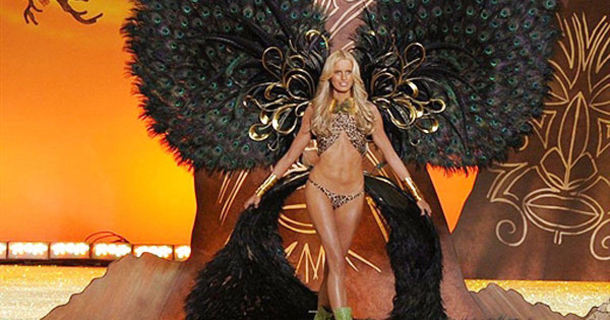 Кароліна Куркова на шоу Victoria's Secret @ AFP