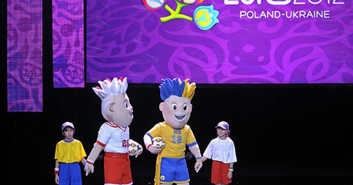 У Варшаві відбулося офіційне представлення талісманів футбольного турніру Євро-2012 @ AFP