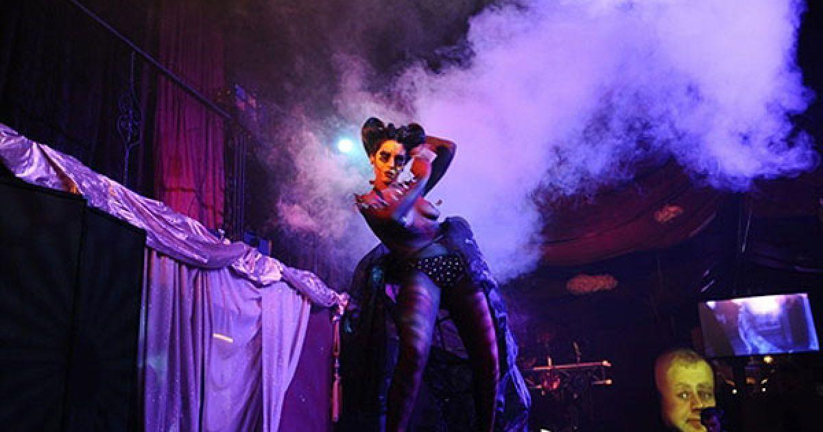 """У Кейптауні (Південна Африка) пройшов щорічний конкурс боді-арту """"Body Spectra"""" @ AFP"""
