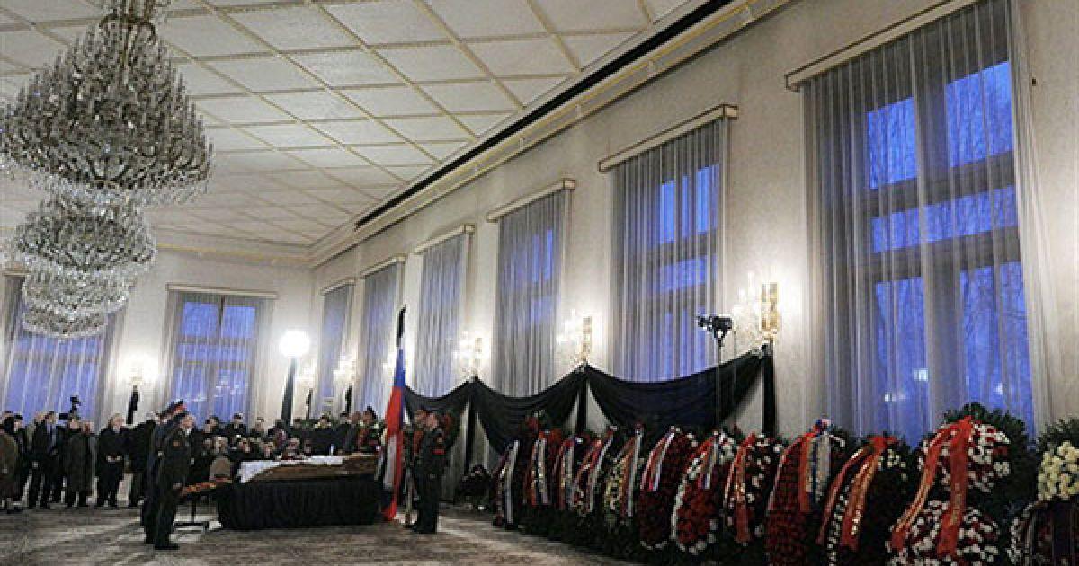 Прощання з Віктором Черномирдіним почалося 4 листопада вдень у Будинку прийомів на Воробйових горах і продовжилося до ранку 5 листопада. @ AFP