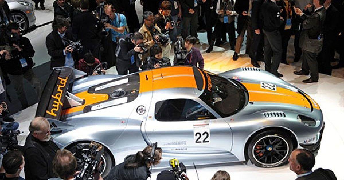 Під капотом Porsche 918 RSR встановлений бензиновий V8 робочим об'ємом 3,4 літра від моделі RS Spyder. Його потужність становить 563 к. с. при 10300 об/хв. @ AFP