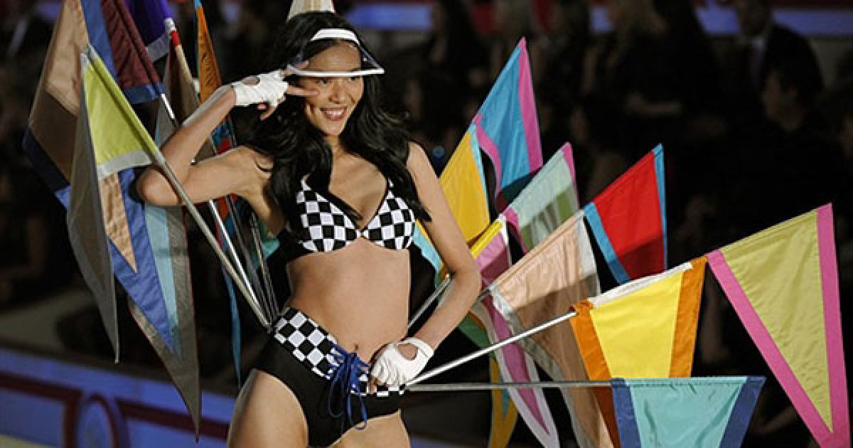 Лю Вен на шоу Victoria's Secret @ AFP