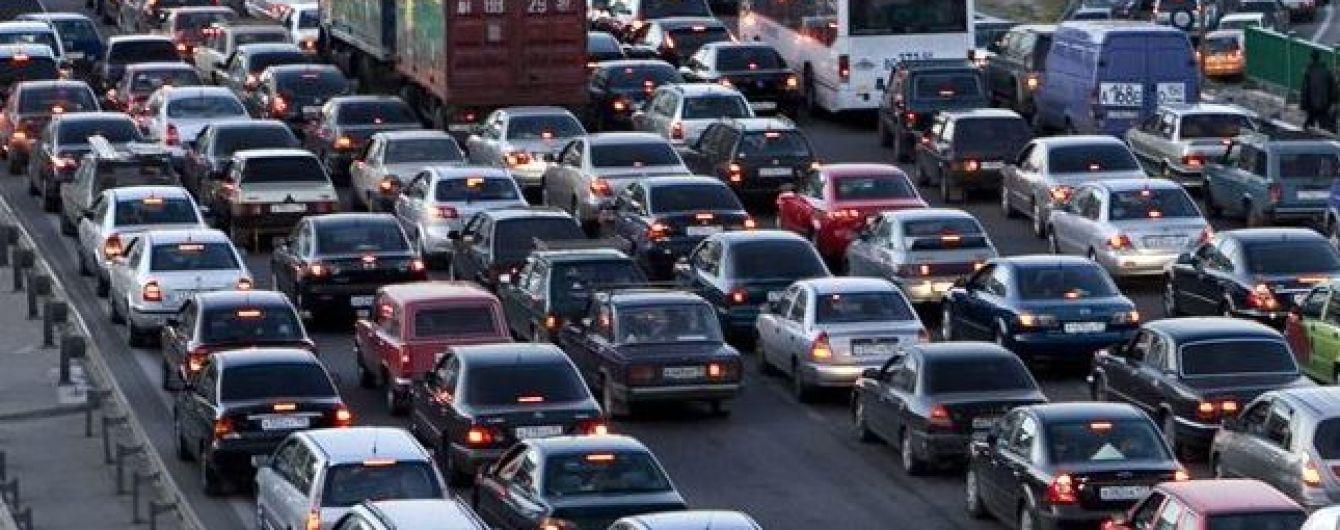 На Столичном шоссе в направлении центра Киева движение автотранспорта частично ограничат