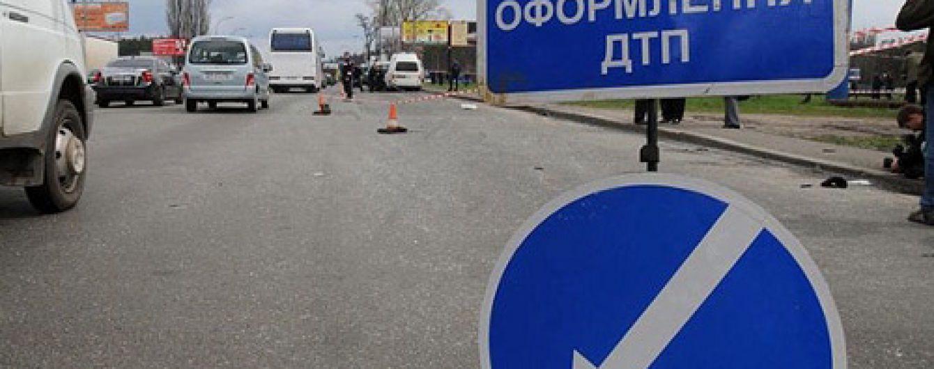 Під Києвом автобус збив неповнолітніх на пішохідному переході. Одна дитина загинула