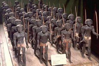 З музеїв Єгипту зникли сотні старовинних артефактів