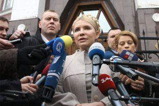 Тимошенко принесла в Генпрокуратуру заяву про злочини Януковича