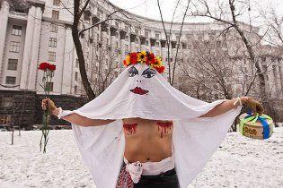 FEMEN: у Кабміні засіли одні гомосексуалісти
