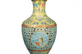 За китайську імператорську вазу заплатили 83 мільйони доларів