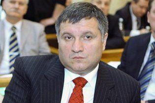 Екс-губернатор Харківщини не тікає від прокуратури: він у Європі Тимошенко захищає
