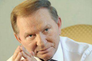 Медведев наградил Кучму орденом за заслуги перед Россией