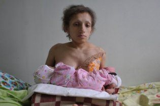 Найменшою мамою в світі стала 26-річна мешканка Львівщини