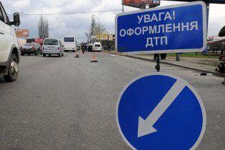 Под Киевом автобус сбил несовершеннолетних на пешеходном переходе. Один ребенок погиб