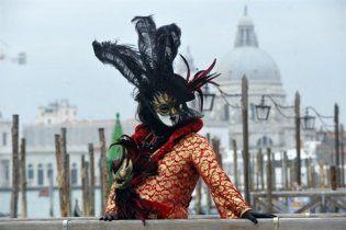 В Італії проходить Венеціанський карнавал